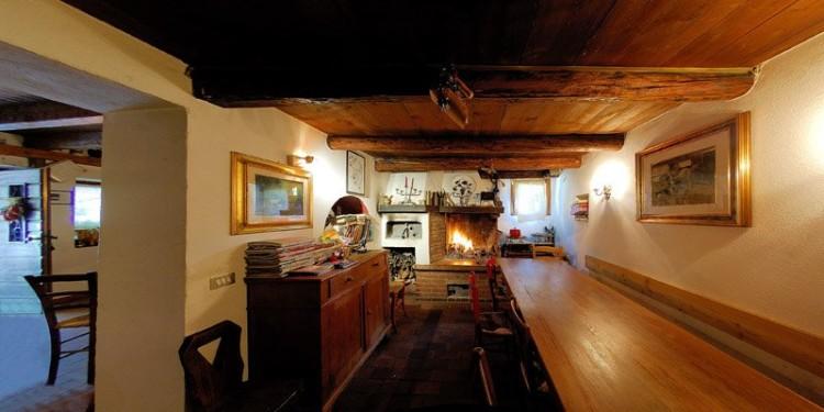 Gulasch, polenta e vino